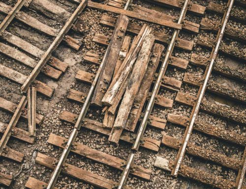 5 Surefire Ways to Ensure That Your Custom Software Project Doesn't Fall Off the Rails
